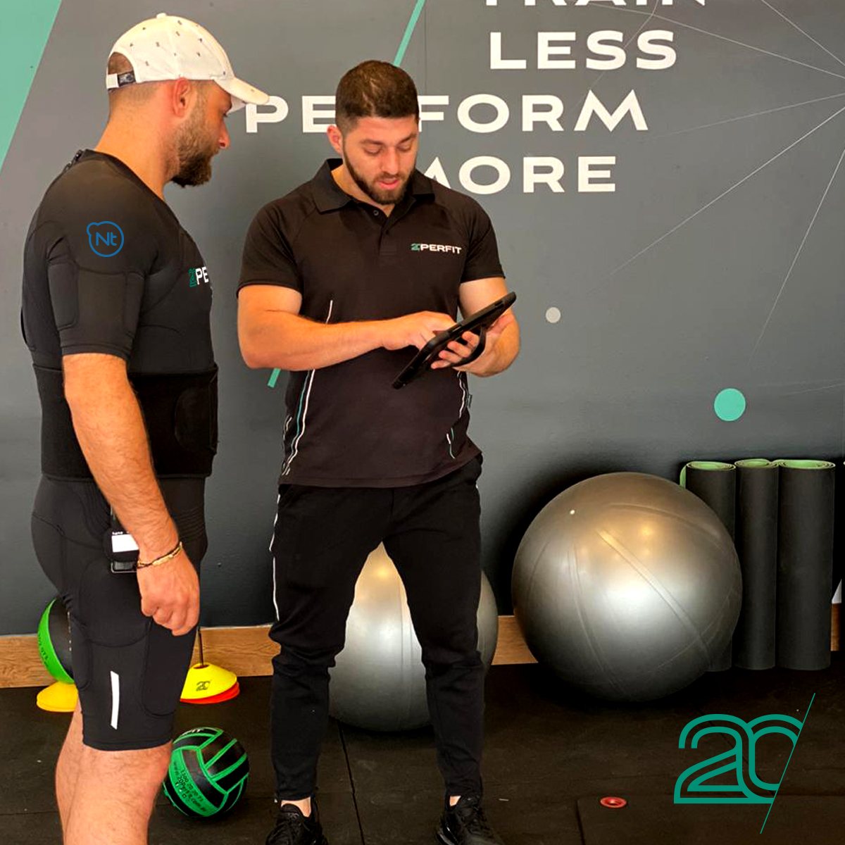 20PerFit's Personal Trainer Tutoring His Client
